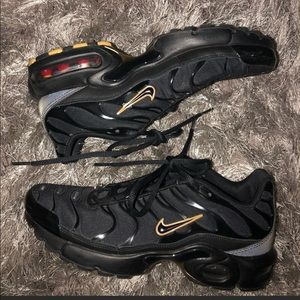 Black and gold AirMax plus